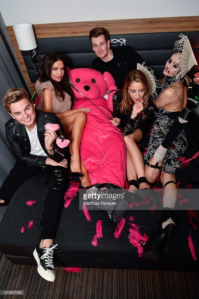 The Pink Bear hanging out with Jack Maynard, Oli White & Taryn Southern at the Moxy Berlin Hotel